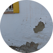 exteior-wall-broken-by-penetrating-damp